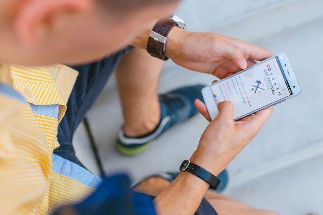 Používání mobilních telefonů má vliv především na mladou generaci  (ilustrační foto)   foto: Fotobanka Pixabay
