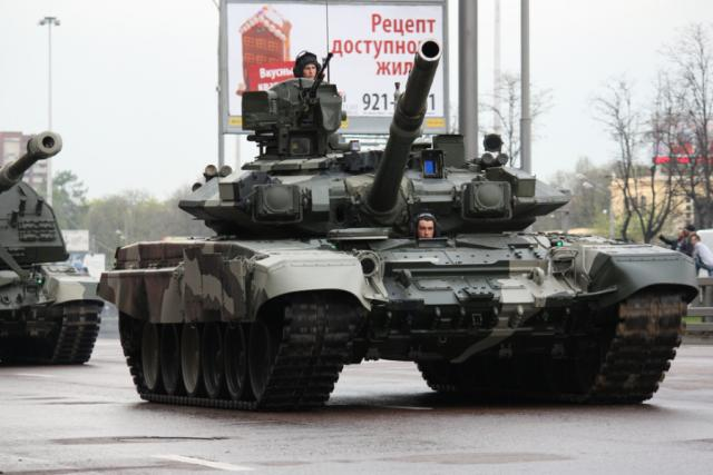 Ruský tank T-90s na vojenské přehlídce