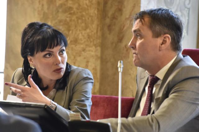 Náměstkyně primátora Klára Liptáková (KDU-ČSL) a primátor Petr Vokřál (ANO) na zasedání městského zastupitelstva v Brně
