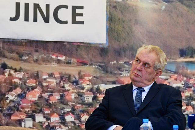 Prezident Zeman se v rámci cesty po Středočeském kraji setkal s občany Jinců na Příbramsku | foto: ČTK