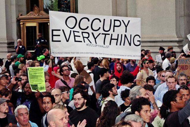 """Stoupenci """"Jara demokracie"""" chtějí navázat na činnost již skomírajícího hnutí Occupy Wall Street, jež svého času otřásalo americkou politickou scénou"""