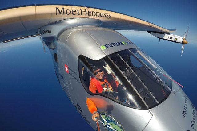 Bertrand Piccard pořídil během cvičného letu na Havaji selfie