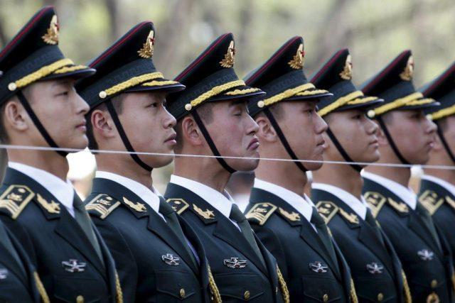 Čínští vojáci na přehlídce | foto: Reuters