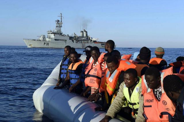 Irské námořnictvo při záchranné operaci ve Středozemním moři