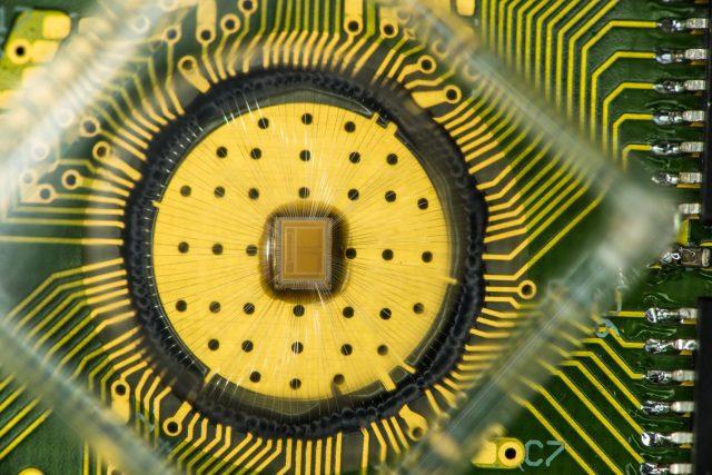 Experimentální čip s PCM pamětí od společnosti IBM