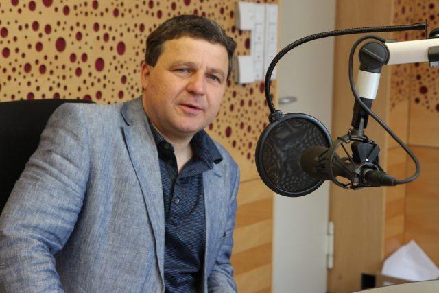 Hostem Interview Plus byl sociolog Jiří Přibáň.