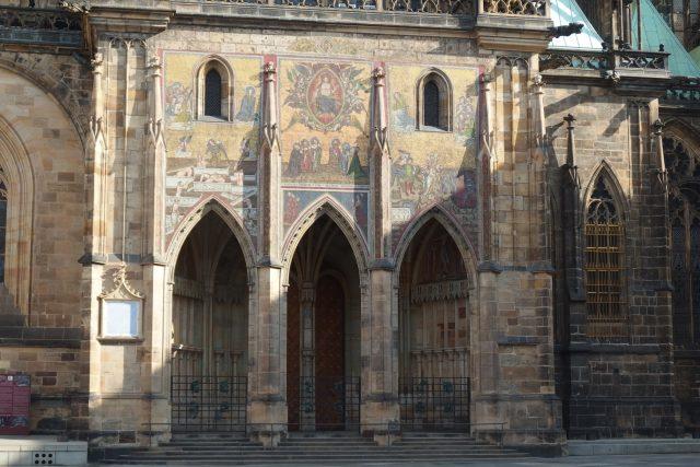 Zlatá brána a jižní portál ze 14. století