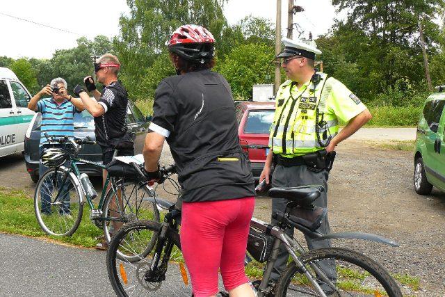 Policisté kontrolují cyklisty | foto: Tomáš Mařas,  Český rozhlas