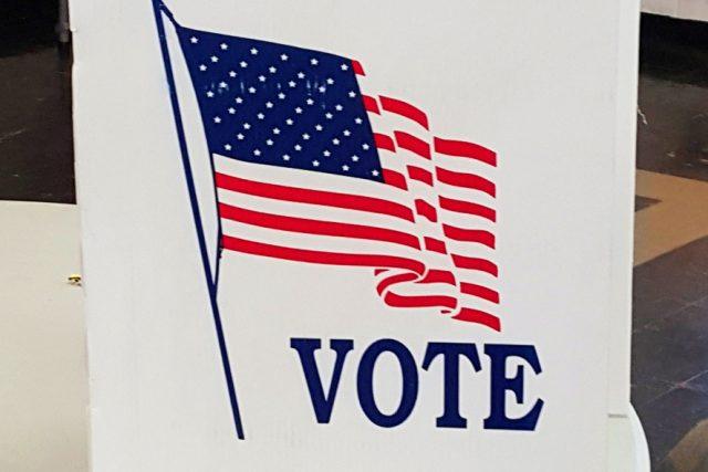 Americké volby, hlasovací místo, plenta