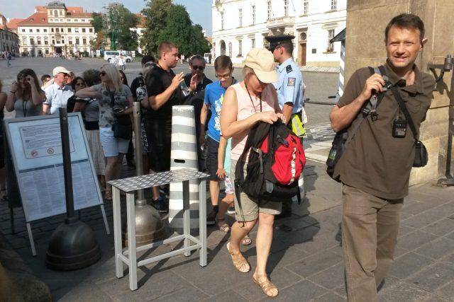 Fronty před vstupem na Pražský hrad byly o víkendu kratší