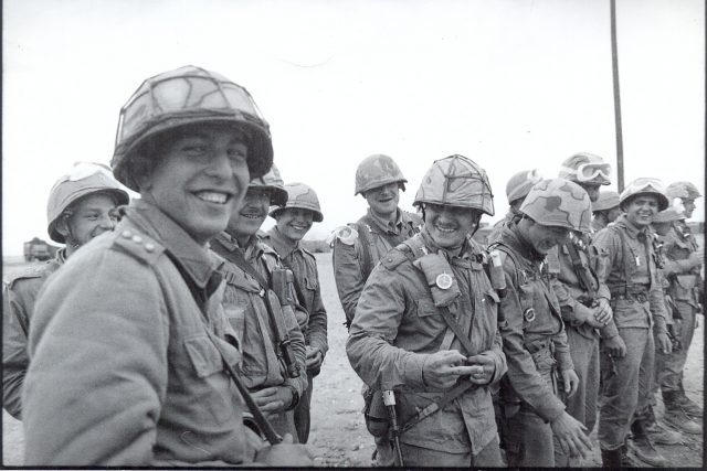 Českoslovenští vojáci během operace Pouštní bouře   foto: Tomáš Halama
