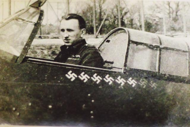 Karel Kuttelwascher,  válečný pilot   foto: Archiv Czech Spitfire Clubu