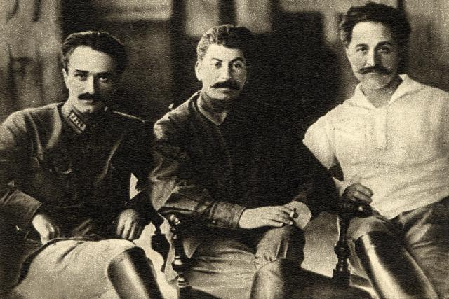 """Takzvaná """"Kavkazská klika"""": Mikojan, Stalin a Ordžonikidze v roce 1925"""