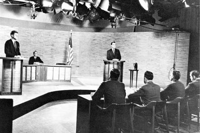 Kennedy a Nixon ve 2. televizní debatě | foto: Wikimedia Commons,  Public domain
