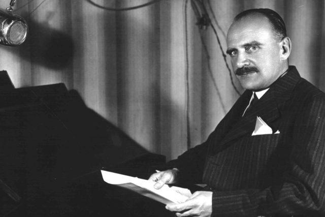 Petr Zenkl u mikrofonu (1937)