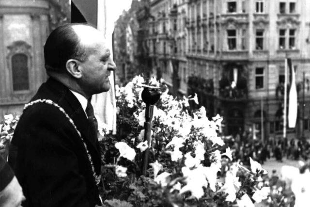 Petr Zenkl-projev při sletovém průvodu 1938