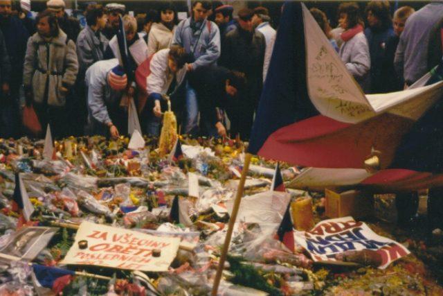Demonstrace 17. listopadu 1989 | foto:  GNU Free Documentation License