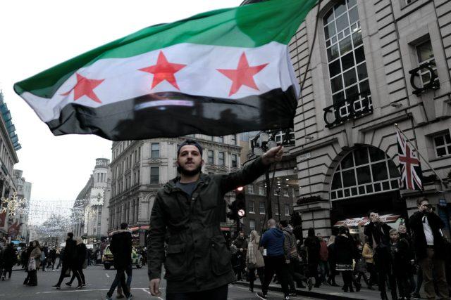 Na hlavy syrských rebelů i civilistů padaly bomby s bojovými otravnými látkami,  a Západ ani tato zvěrstva nepřiměla zasáhnout a podpořit umírněné síly. Deziluze mezi mladými Syřany je dnes naprostá | foto: flickr.com   ,   CC BY-NC 2.0,  Alisdare Hickson