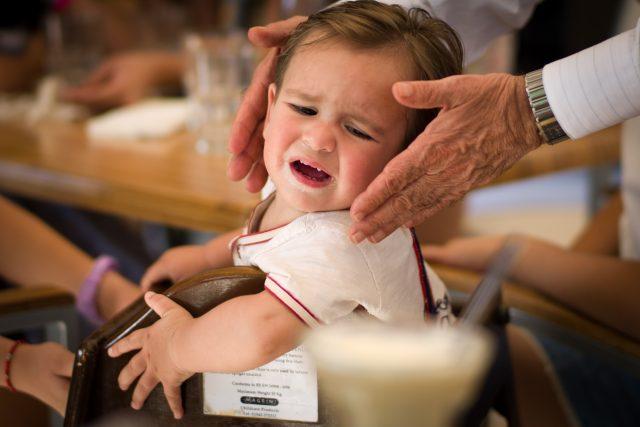 Dítě v restauraci - děti v kavárně