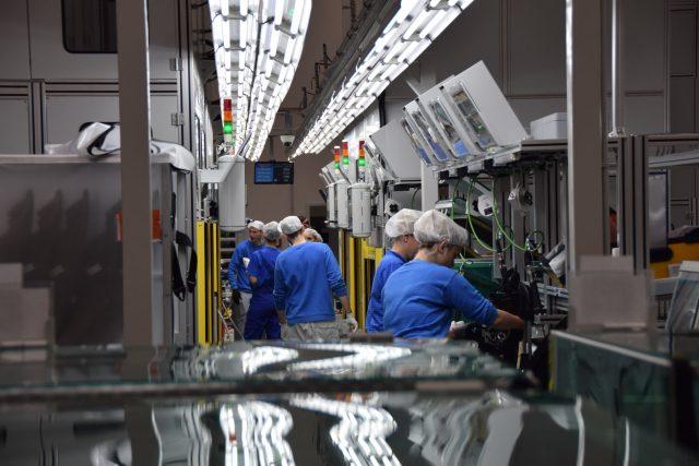 Finální montáž světlometu v Hyundai Mobis