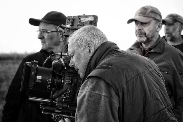 """""""Myslím si,  že dnešní kameraman,  protože je technika jednoduchá a spoustu věcí udělá za vás,  je nezbytným spolupracovníkem režiséra pro vyprávění filmu, """" říká Vladimír Smutný   foto: Jakub Čech"""