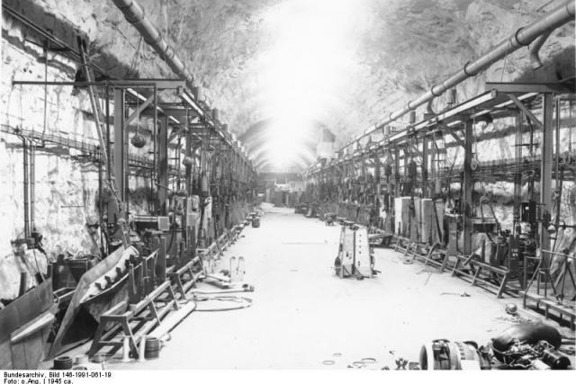 U města Nordhausen byla v kopci vybudována podzemní továrna Dora-Mittelbau na výrobu raket | foto: Wikimedia Commons CC-BY-3.0,   Bundesarchiv,  Bild 146-1991-061-19 / CC-BY-SA 3.0