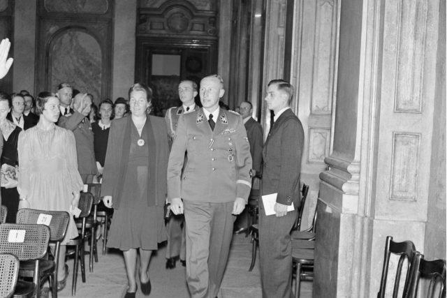 Ve Valdštejnském paláci v Praze byl 26. května 1942 v rámci pražských hudebních týdnů uspořádán koncert na počest německého skladatele Richarda Bruna Heydricha, otce zastupujícího říšského protektora Reinharda Heydricha