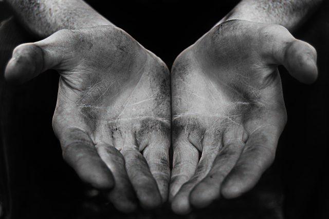 chudí - chudoba - nezaměstnanost - pracující - dělníci   | foto:  CC BY-ND 2.0,   Mark O'Rourke