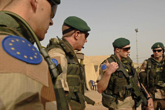 Vojáci mise EUFOR v Čadu