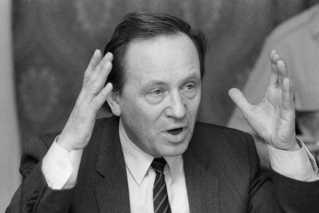 Jaroslav Šabata jako poslanec Federálního shromáždění, březen 1990