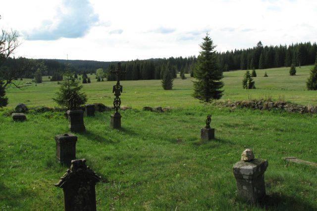Hřbitov v obci Pohoří na Šumavě v Novohradských horách