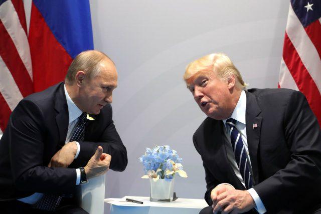 Vladimir Putin a Donald Trump na summitu skupiny G20 v Hamburku