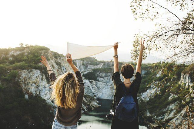 Výletníci - poutníci - mileniálové