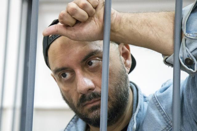 Před dvěma dny na režiséra Serebrennikova soud uvalil domácí vězení