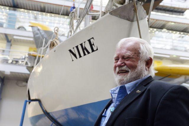 Richard Konkolski postavil jachtu Niké ve sklepě panelákového bytu v Bohumíně a v polovině 70. let s ní obeplul svět. Stal se tak prvním Čechem, který samostatně tuto cestu uskutečnil. Niké bude k vidění v Národním technickém muzeu do konce roku