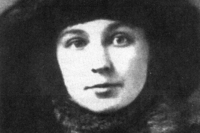 Marina Cvětajevová  (1917) | foto: autor neznámý,  Wikimedia Commons,  CC0 1.0