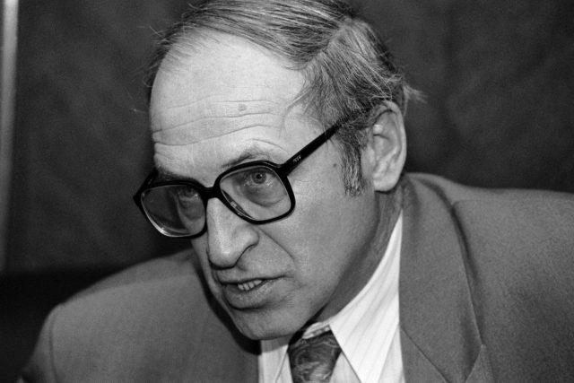 Poslední premiér federálního Československa Jan Stráský