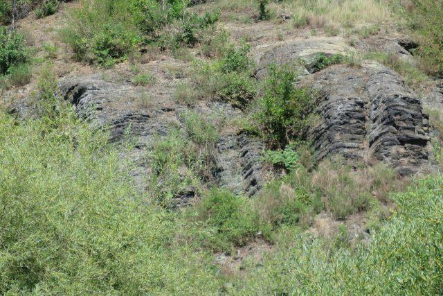Paleontologicky cenné skály a viditelné vrstvy jineckého souvrství