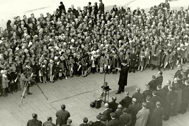 Prezident T. G. Masaryk hovoří ke školní mládeži. Rozhlasový přenos z Pražského hradu při oslavách 10. výročí republiky 27. října 1928 | foto: Archivní a programové fondy Českého rozhlasu