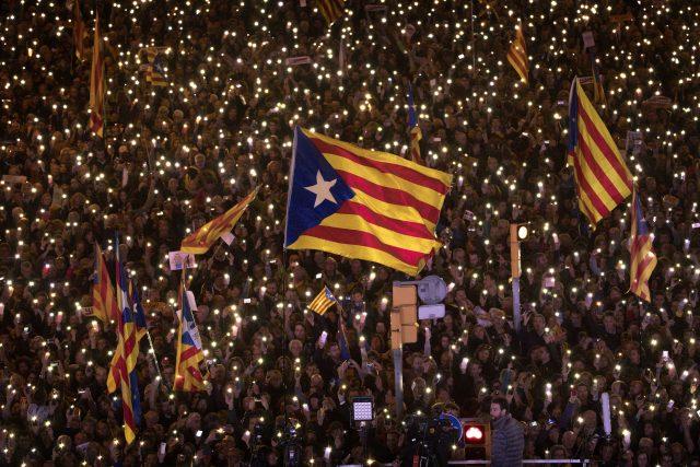 Separatisté v Katalánsku tvrdí, že rozhodnutí španělského ústavního soudu je zpolitizované