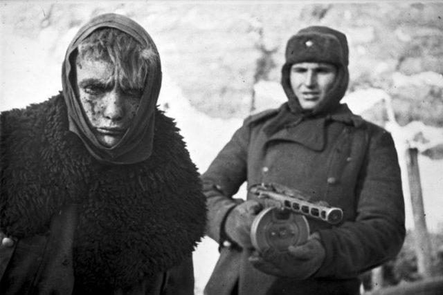 Německý zajatec z bitvy u Stalingradu. Právě tam se posílalo mnoho oblečení vybrané prostřednictvím Winterhilfe | foto:  CC-BY-SA 3.0,   Bundesarchiv,  Bild 183-E0406-0022-011