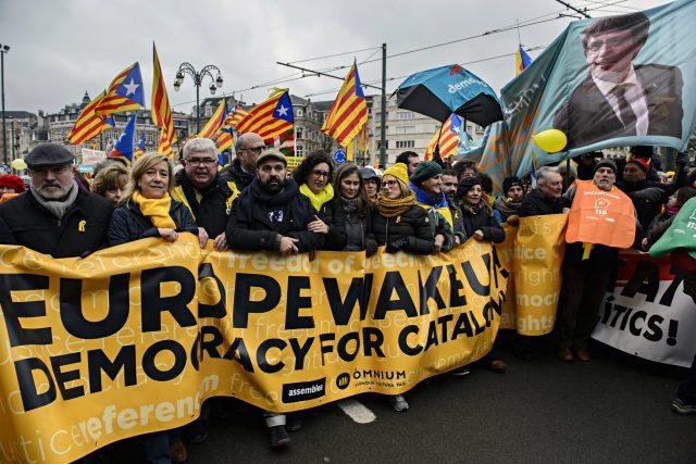 Protest katalánských separatistů v Bruselu