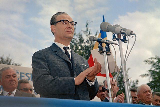 První tajemník ÚV KSČ Alexander Dubček při projevu k pracujícím Avia Praha, 17. srpna 1968