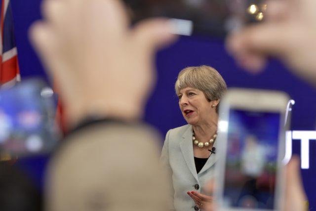 Britská premiérka Theresa Mayová se tento týden pokusila resuscitovat svůj kabinet