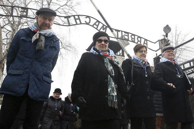 V Polsku přijali zákon,  podle kterého je trestné říkat,  že i někteří Poláci se podíleli na holocaustu | foto:  ČTK/AP,  Czarek Sokolowski, ČTK