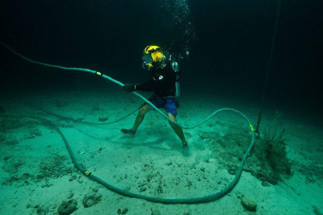 Do podmořských kabelů investují internetové firmy Google i Facebook