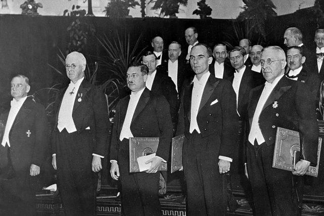 Laureáti Nobely ceny v roce 1936, profesor Victor Franz Hess vpravo