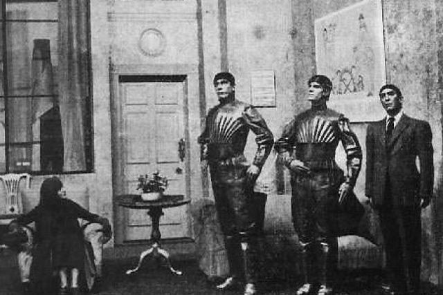 Scéna z nastudování hry R.U.R. Karla Čapka (1922)