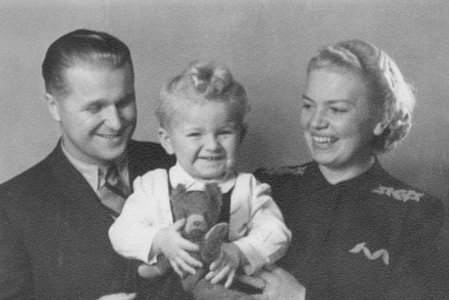 Josef P. Skála s rodiči - matkou Marií a otem Josefem, Praha 1942