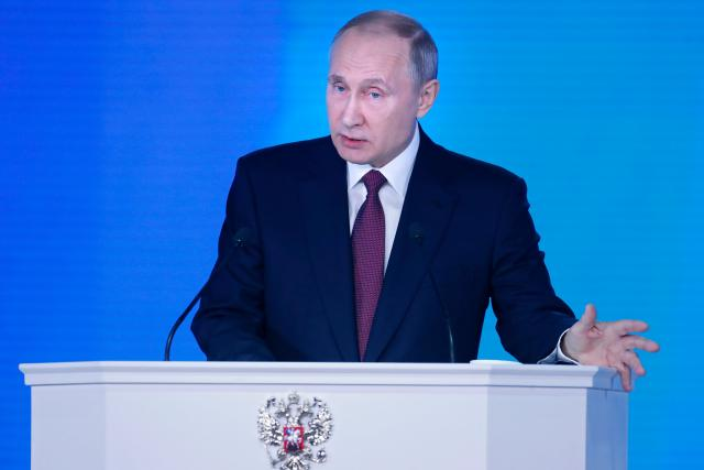 Putinova obliba v Rusku v posledních měsících zaznamenala prudký pokles. Jeden z průzkumů tento měsíc ukázal,  že by ho volilo jen 46 procent lidí,  v červnu to přitom bylo skoro o dvacet procent víc.  | foto: Fotobanka Profimedia